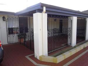 cerramiento_de_hierro_con_ornamentaciones_para_porche_de_vivienda_baja_en_gipuzkoa